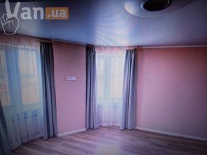 продажатрехкомнатной квартиры на улице Школьная ул.